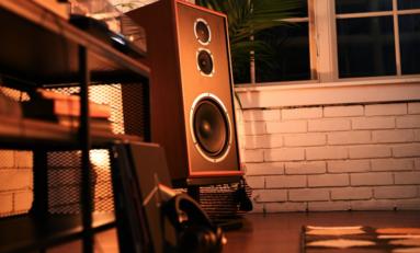 KLH Model Five – Assessing Floorstanding Speakers That Evoke the Mad Men Era